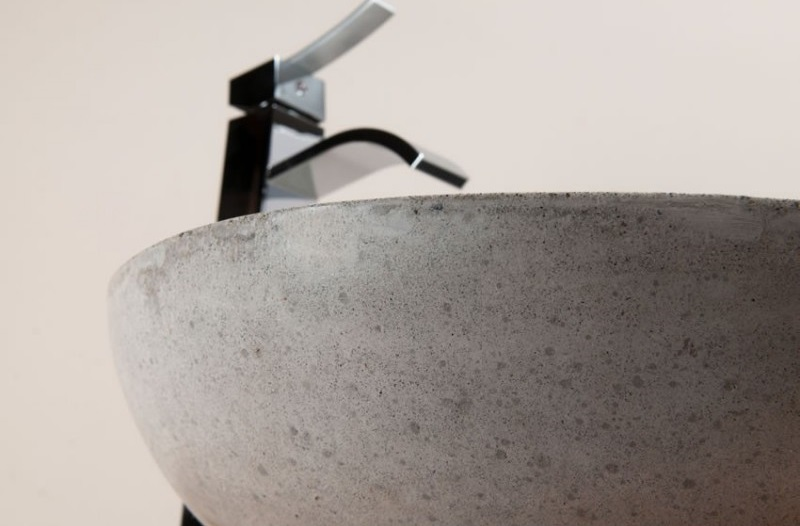 détail vasque béton ciré ronde de Kayumanis