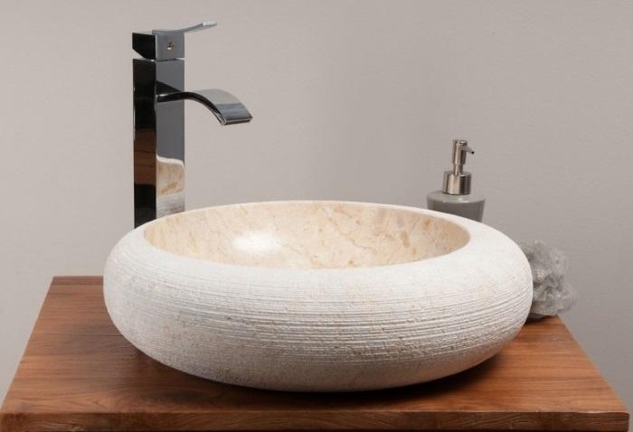 vasque décentrée en marbre de java design Kayumanis