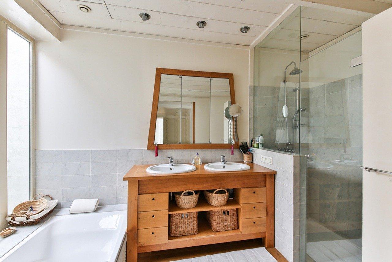 meuble en bois pour optimiser sa salle de bain